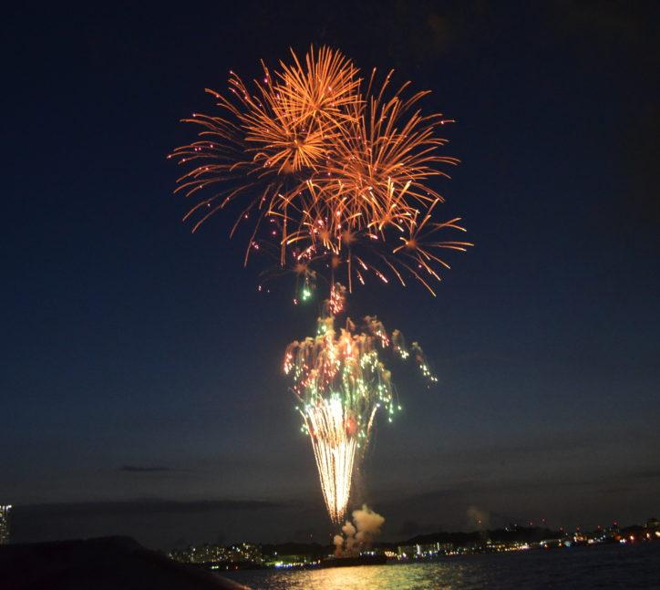 ドカンと5000発!横須賀「開国花火大会2018」最前スペースの有料観覧席も【8月4日】