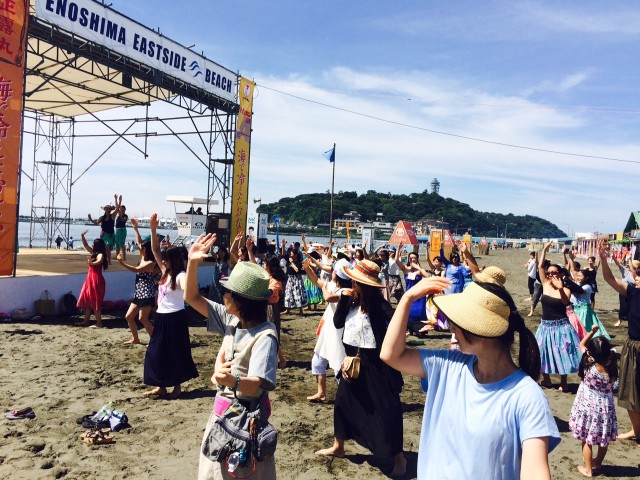 初心者でも楽しめる「朝フラ!」片瀬海岸西浜でフラダンス体験