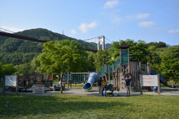 秦野戸川公園バーベキュー場/BBQしながら川遊び、大型遊具でも遊べる