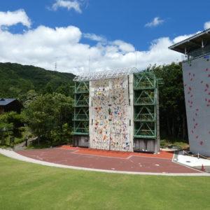 県立山岳スポーツセンター(秦野戸川公園内)/ボルダリングのメッカ!屋内外に完備