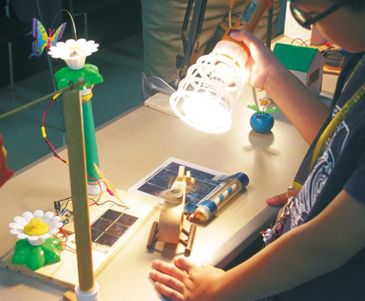 太陽電池を使った工作講座【小学生30人】
