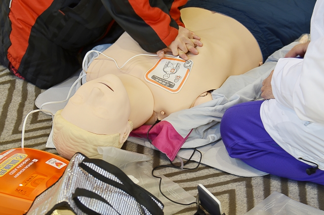 心肺蘇生法やAEDの使い方学ぶ「普通救命講習会」【先着20人】