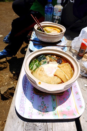 秦野の鍋割山に鍋焼きうどんを食べに行ってみた!