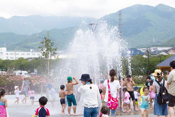 ポップアップ噴水の山盛り噴射