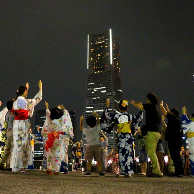 櫓は横浜ランドマークタワー「関内・北仲キャナルパーク盆踊り」練習会や提灯づくりも