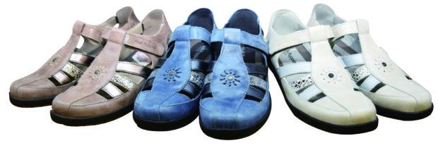 犬のマークの靴専門店「ハッシュパピー横浜二俣川店」夏のラストセール!靴下プレゼントも
