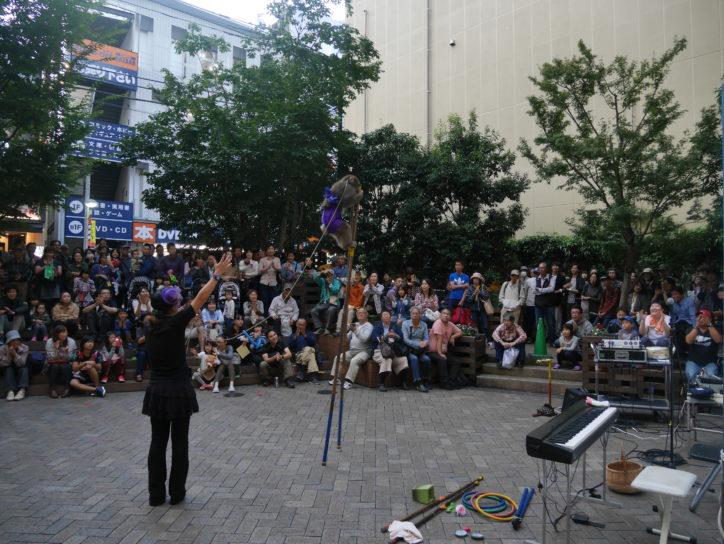 街角でショータイム「町田大道芸2018」今年は箱根の芸者さんや学生プロレスも
