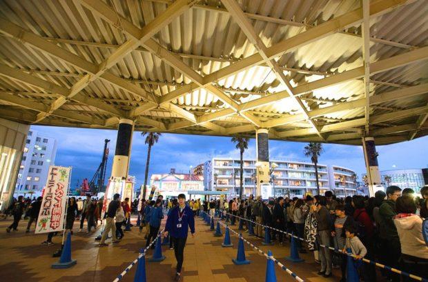 【潜入レポ】夜の新江ノ島水族館貸し切り〝秘密のパーティー〟?海のデッキで花火観賞も