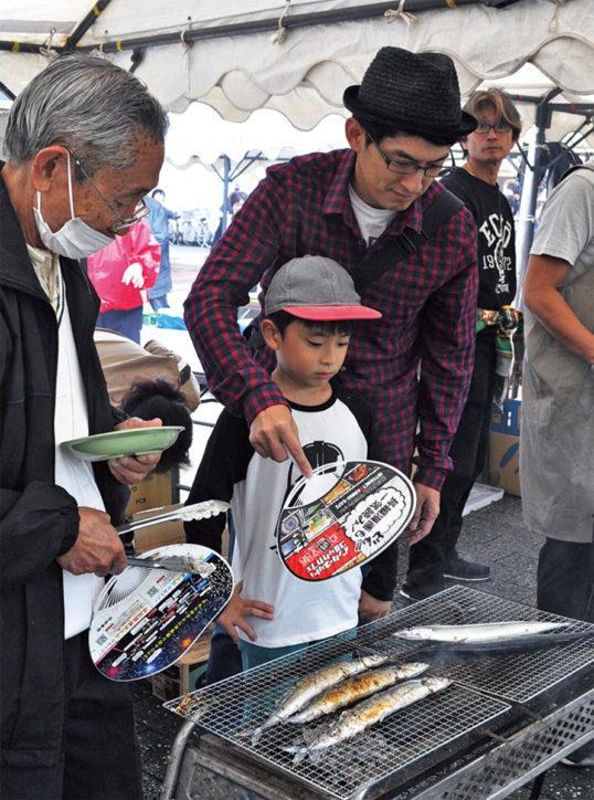永山団地名店会「秋祭り」目玉は気仙沼のさんま1000本を炭火焼で!