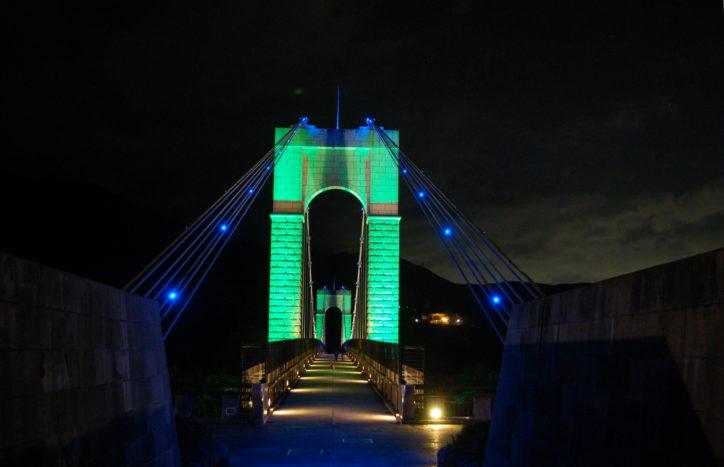 期間限定カラーで彩る秦野戸川公園「風の吊り橋」ライトアップ2018