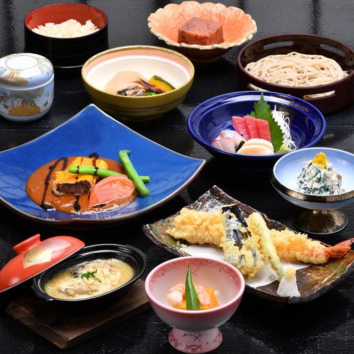 法事やお祝いにもうれしい、おもてなし料理。そば茶屋「矢秀庵」なら、送迎バスや引き出物のご用意もOK