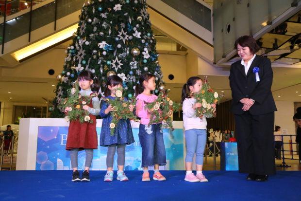 マークイズみなとみらいのクリスマスで横浜DeNAベイスターズを応援 トークショーも