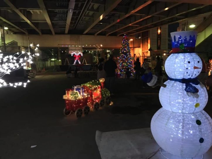 有志でツリー点灯~4年目、地域に定着《横浜駅西口・桁下広場》