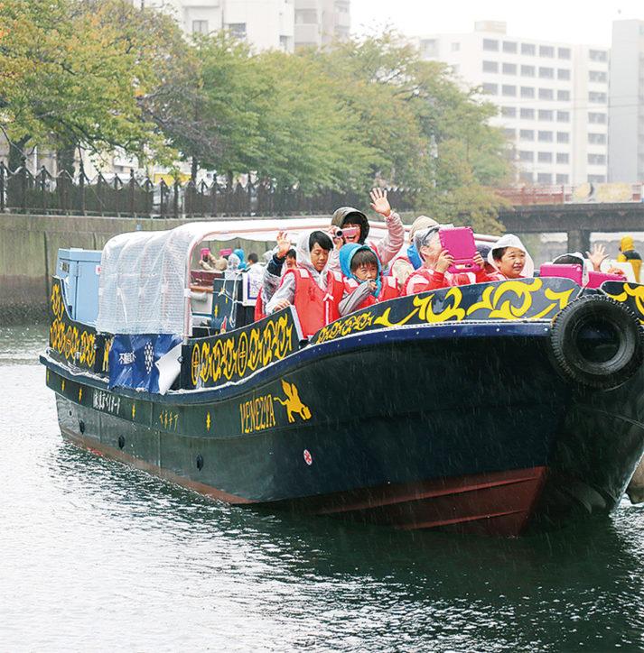 「横浜運河パレード」市場直送の朝市や飲食店ブースも
