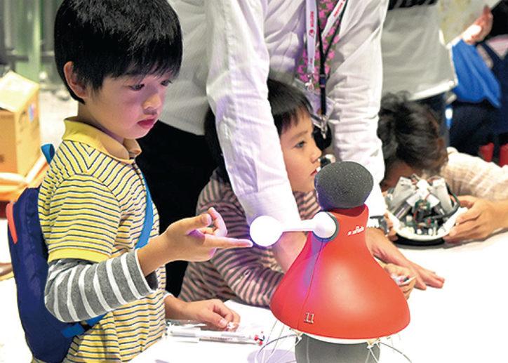 ロボットやドローンを体験できる「横浜ガジェットまつり2018」@横浜駅東口