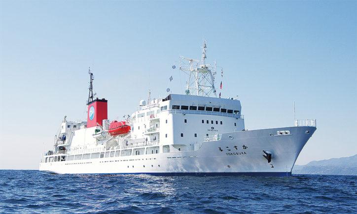久里浜港ペリーふ頭で「黒船朝市」JAMSTEC研究船「よこすか」の一般開放も