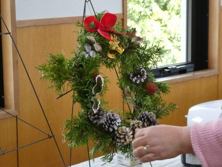 公園内の自然素材で「クリスマスリース作りとミニ門松作り」に挑戦!@県立秦野戸川公園