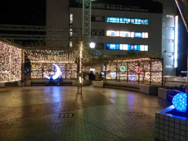 戸塚駅東口ペデストリアンデッキにイルミネーション
