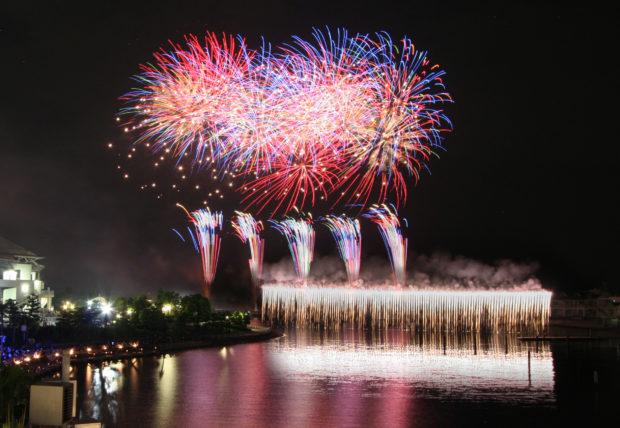 横浜・八景島シーパラダイス『Mystical Island 2018』空中に浮かぶ光のツリーにクリスマス花火も