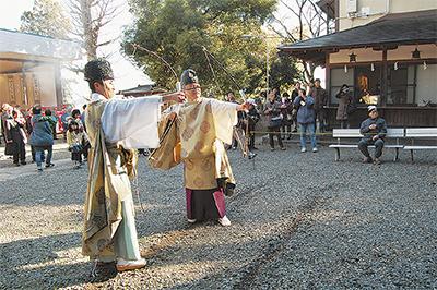五穀豊穣、地域の安寧を願い矢を射る「お的祭」参拝者も参加@子之神社【川崎市多摩区】