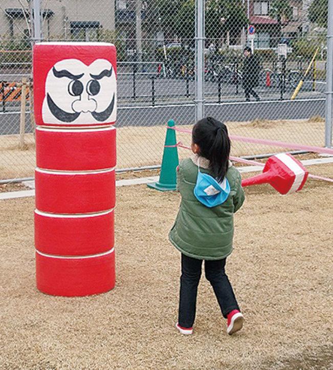 凧あげや巨大だるま落としなどお正月遊びを楽しもう@小田球場