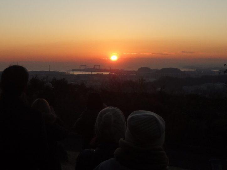 元旦特別開園!金沢動物園で初日の出(横浜市)