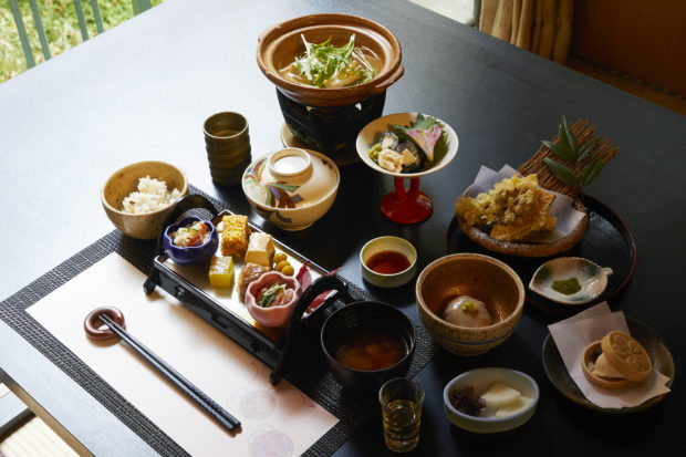 日本遺産のまち「大山」 創業400年の宿坊・東學坊で歴史と文化感じる旅を