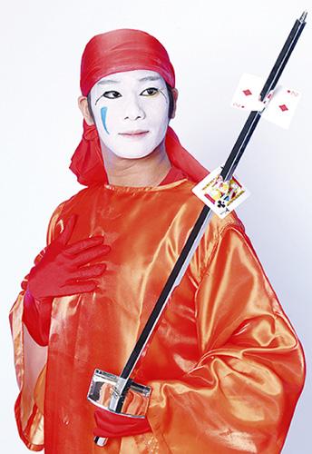 野毛大道芸は今年で第43回の横浜市を代表する春のイベント。JR桜木町駅前野毛地区で開催