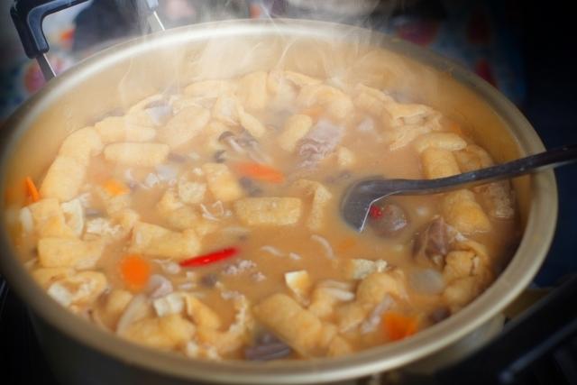 「第16回ひなた山ぼっこ祭り」豚汁、焼き芋、おにぎりの配布も