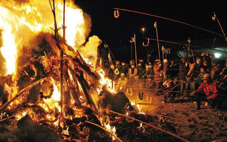 火の粉舞う 伝統祭事2020年「大磯の左義長(国指定重要無形民俗文化財)」1月12日に開催