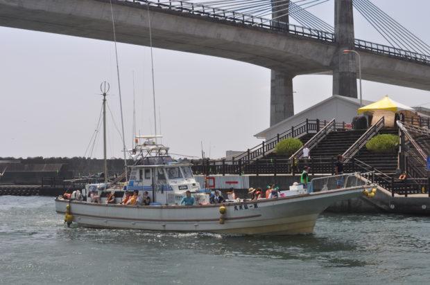 【体験レポ】小田原漁港で遊び倒す「小田原みなとまつり」!漁船クルーズに地魚調理体験