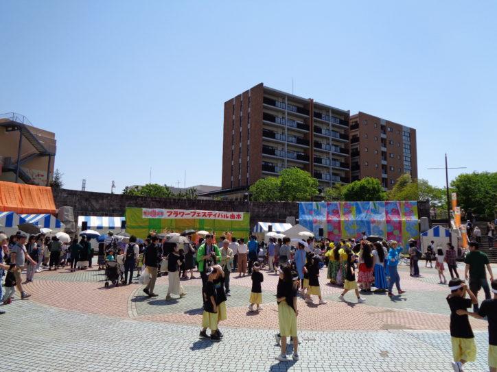 花と緑と夢家族がテーマ『フラワーフェスティバル柚木』南大沢駅前