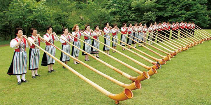 七沢森林公園でアルプホルン演奏会