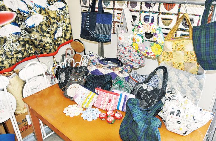 海老名市の地域交流の場「ハッピーサロン銀の椅子」手芸作品展示・販売会