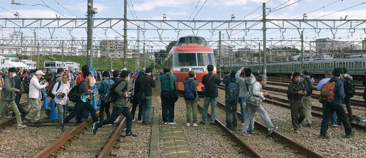 新旧車両が共演「小田急ファミリー鉄道展2019」線路上のロマンスカーSEは最後かも【海老名市】