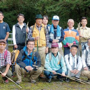 丹沢・塔ノ岳に響いた「鎮魂の鐘」 厚木高校OB・秦野戸陵会メンバーが追悼登山