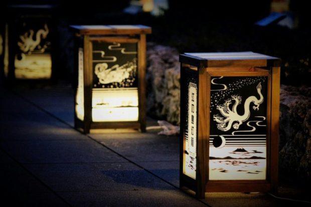 夕闇照らす『江の島灯籠 2020』大小1000基 点灯は8月31日まで