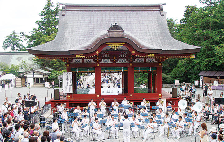 鶴岡八幡宮で海上自衛隊横須賀音楽隊による演奏会「吹奏楽の夕」