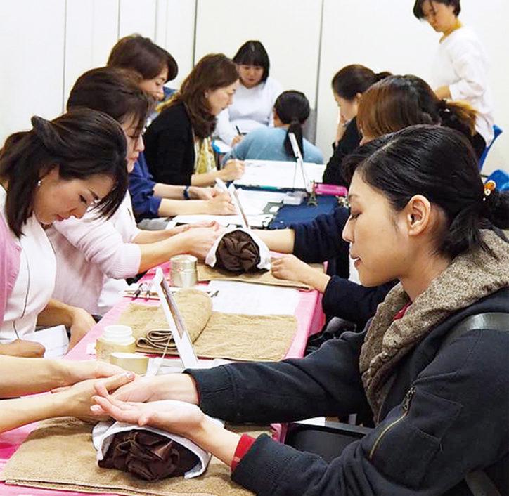 横浜鶴見で「おとな女子の文化祭」癒しなど40ブースが出店!