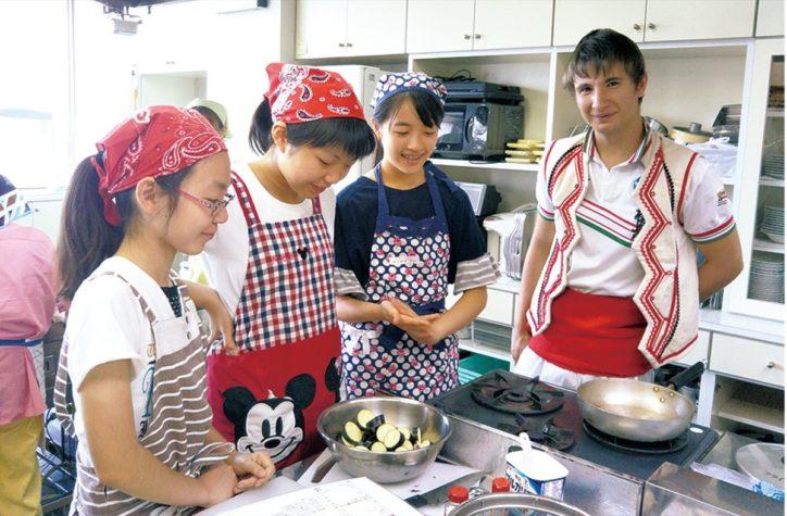横浜・保土ケ谷でブルガリア共和国の料理を学ぶ教室 3品をレクチャー