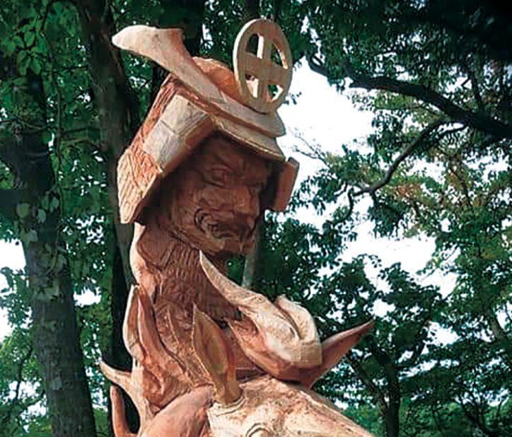 戦国武将・島津義弘を彫刻 山北町の蘭二朗さんチェーンソーアート大会で優勝