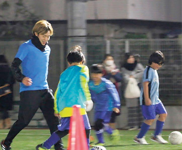 川崎フロンターレ齋藤選手が小学生対象にサッカー指導【参加無料】サイン会も
