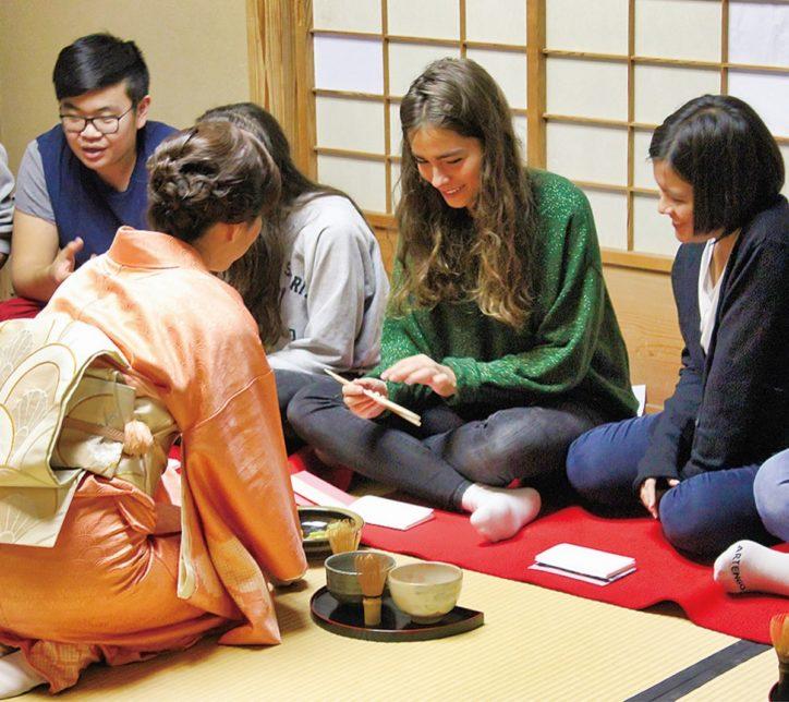 英語と茶道を一度に体験「英語de茶の湯体験」川崎市民プラザの企画