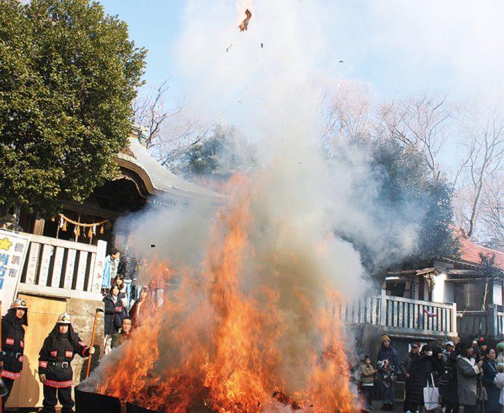 【2021年1月14日】横浜市戸塚区・五霊神社で恒例のどんと焼き