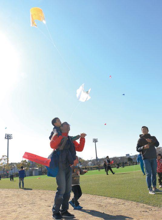 新春を彩る凧揚げ大会!オリジナルを作って上げる、持ち込みもOK【秦野おおね公園】