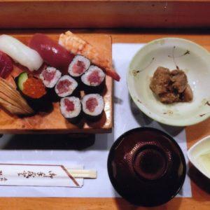 <平日のみ>並・上・特上寿司・ちらし寿司200円引き+小鉢・汁・デザート付:弥生鮨/はだのにぎわいランチフェスティバル