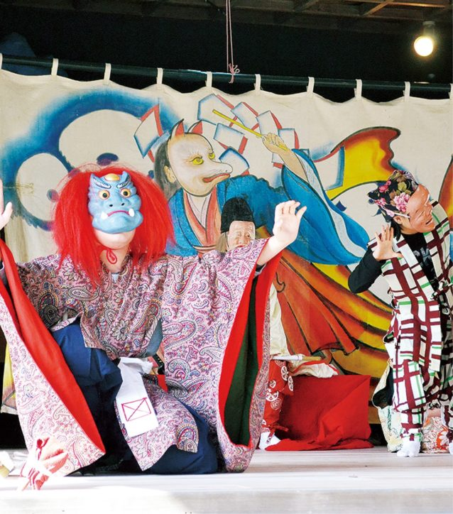 三浦市重要無形民俗文化財「いなりっこ」奉納 海南神社神楽殿