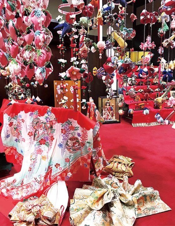 愛川町の「古民家山十邸」に手作りつるし雛など