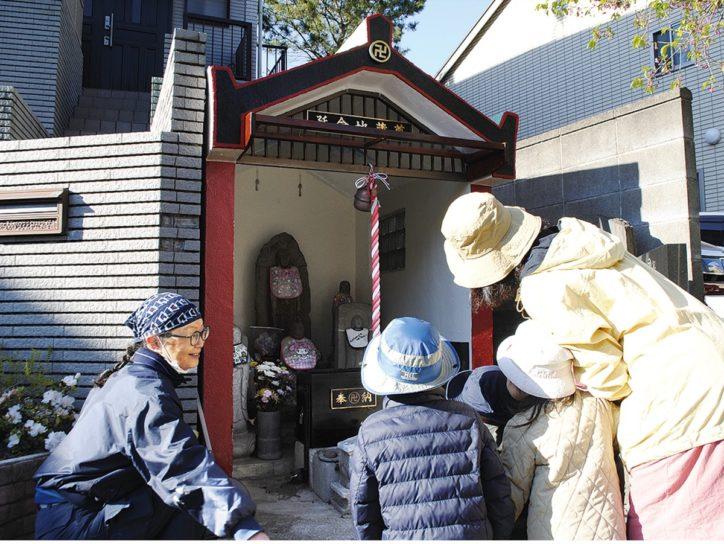 横浜・神奈川区の延命地蔵尊 色鮮やかに祠を塗り替え地域のシンボルに