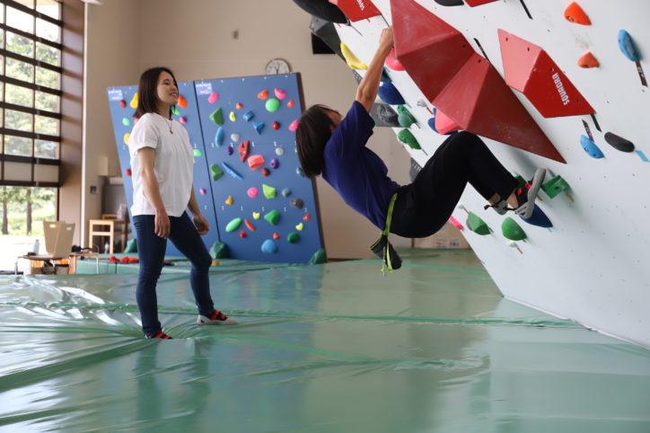 【動画付き】秦野でボルダリング体験レポ!初心者が行く「はだの丹沢クライミングパーク」